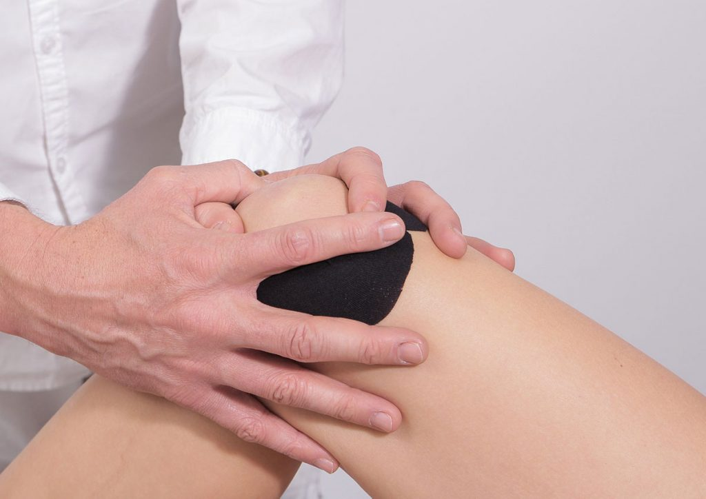 Knee pain causes and symptoms
